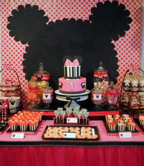 Minnie Mouse Party: Modern Pink Minnie Birthday. Here is a fun twist on the classic Minnie Mouse birthday with some black and white and pretty pink! There is nothing quite like hot pink and Minnie Mouse! #minnie #minniemouse #birthday #girl #party #partyideas #parties #diy #kids #crafts