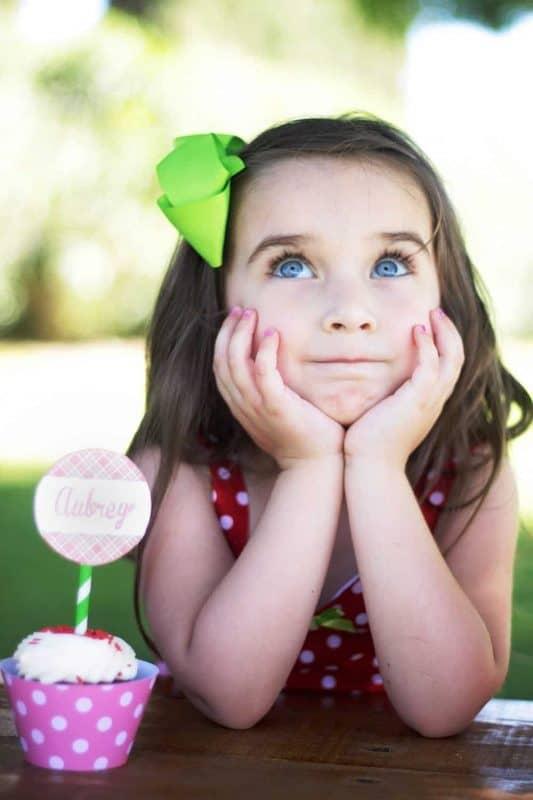 Strawberry Party: Strawberry Lemonade Stand Play Date-Mimi's Dollhouse