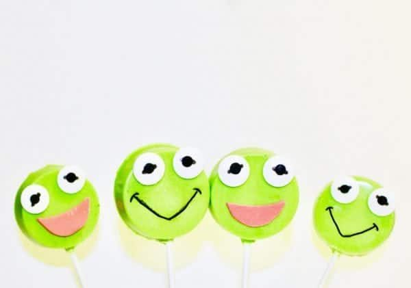 Muppet Babies: Kermit the Frog Oreo Pops. Throwing a Muppet Babies Party or just want to celebrate your little Muppets fan with some cute Kermit the Frog treats? This easy DIY Kermit the Frog Oreo Pops tutorial is for you. I'm sharing this tutorial to celebrate the release of Muppet Babies: Time to Play! on DVD.