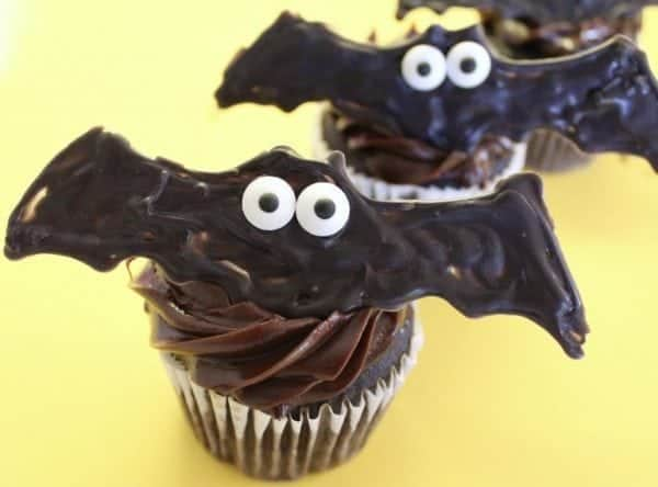 Halloween: DIY Bat Cupcakes & Bat Cookies. Celebrate Halloween with some super easy bat cupcakes and bat cookies. #baking #halloween #parties #food #holiday #cupcakes #cookies