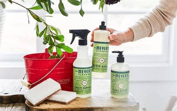 Grab your Free Mrs. Meyers Holiday Cleaning Set