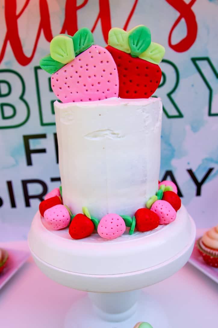 Delicious + Easy Strawberry Cake Recipe